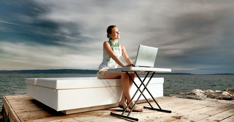 woman-pc-outdoors-enonic-content-management
