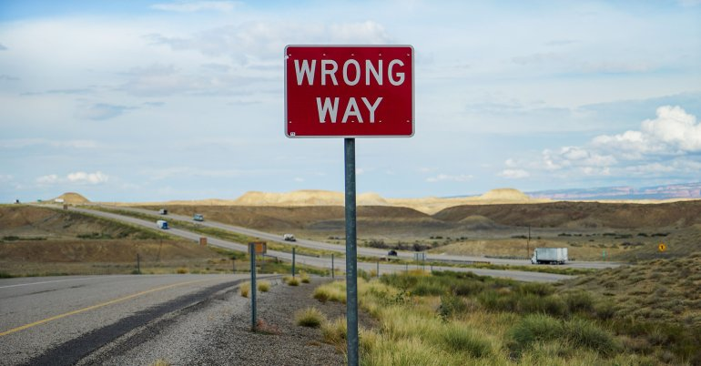 wrong-way-sign-road-headless-website